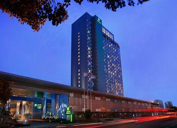 【上海等】上海浦东绿地假日酒店1晚+双人迪士尼门票+双早-美团