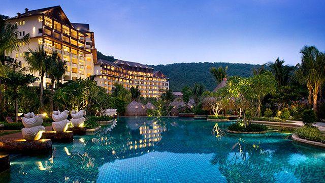 亚龙湾石溪墅度假酒店占地99982平方米,建筑面积为39995.
