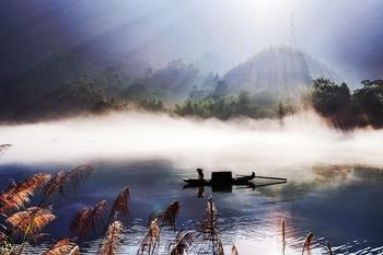 【郴州等】资兴龙景峡谷客栈1晚+双人东江湖风景区多景点门票3选1-美团