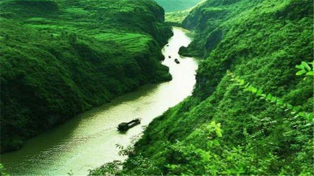 湟川三峡位于连州市连州镇与龙潭镇之间,全长20多公里,分仙女峡,楞伽