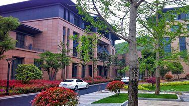 【杭州等】临安青荷度假酒店1晚+双早+双人大明山景区门票+含景区交通-美团