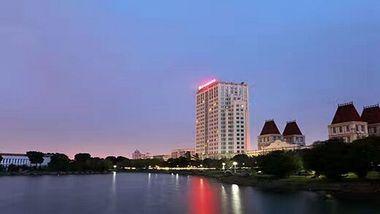 【上海等】维也纳酒店(上海松江店)+上海欢乐谷, 可选自助双早-美团