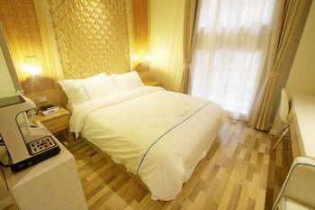 【上海等】景莱酒店(上海迪士尼川沙地铁站店)1晚+双人/2大1小上海迪斯尼1日门票-美团