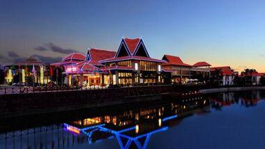 【三亚等】三亚好汉坡国际度假就1晚+双早+双人神龙谷温泉门票+双人夜游三亚湾-美团