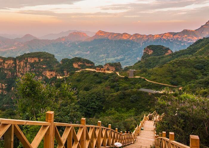 景点介绍 沕沕水生态风景区 红崖谷景区 红崖谷共有50多处景点,其中