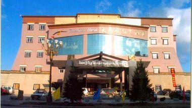 【迪庆等】香格里拉天界神川大酒店1晚+双人普达措国家森林公园门票-美团