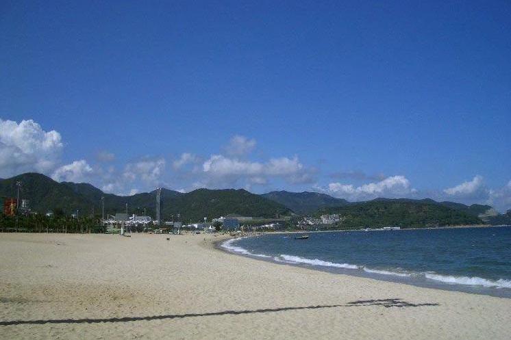 小梅沙与大梅沙是构成大鹏湾滨海风景区的两大海滩,在当地素有东方