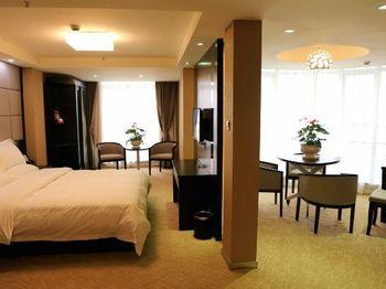 【上海等】上海佳和上居酒店1晚+双人/2大1小/2大2小上海迪斯尼1日门票+双早-美团