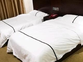 尊皇假日酒店