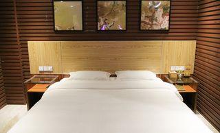 贵族休闲酒店