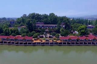 惠丰青城园河畔酒店