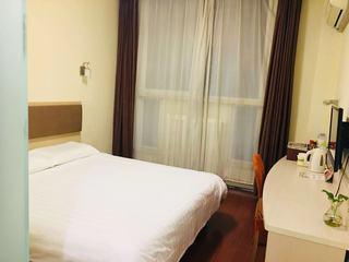 莫泰酒店(青岛华阳路台东步行街店)