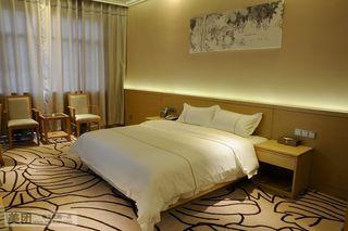 朗逸南湾酒店