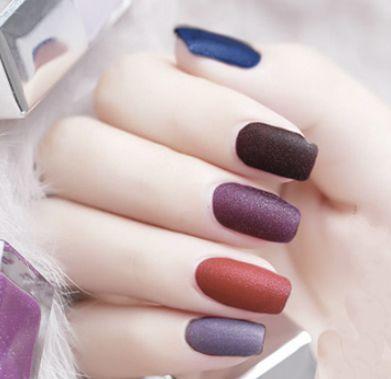 紫色跳色美甲图