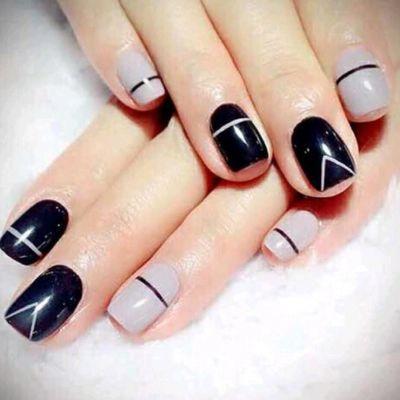 黑色几何美甲款式图