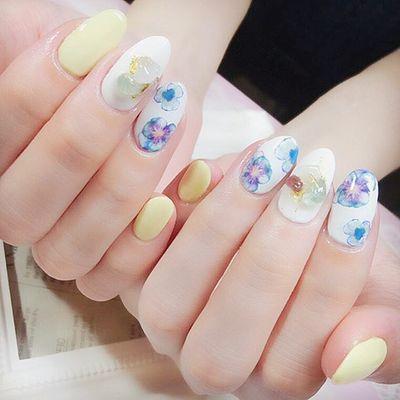 日式 花朵 晶石 手绘美甲图