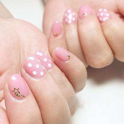 粉色 白色 波点 圆形美甲款式图