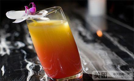 效果,犹如它的颜色般,口感淡淡地带出一丝龙舌兰的味道,如同纯
