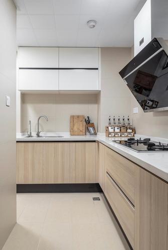 富裕型110平米三室两厅日式风格厨房装修效果图