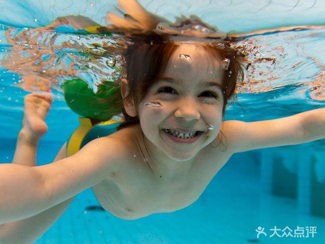 鲨鱼宝宝国际婴童水育会所