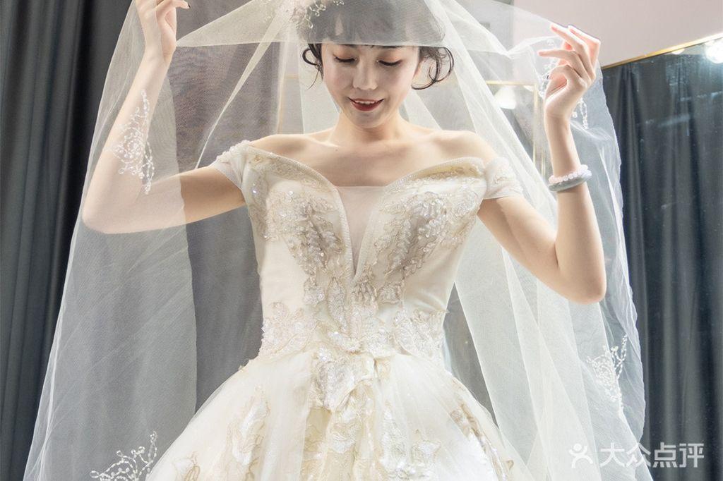 贝丝迪婚纱礼服的图片