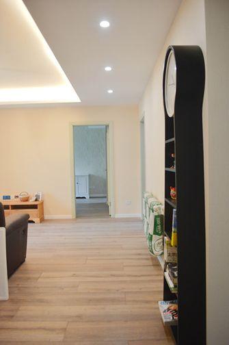 10-15万90平米三室两厅现代简约风格走廊装修案例