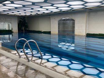 龙龙游泳馆