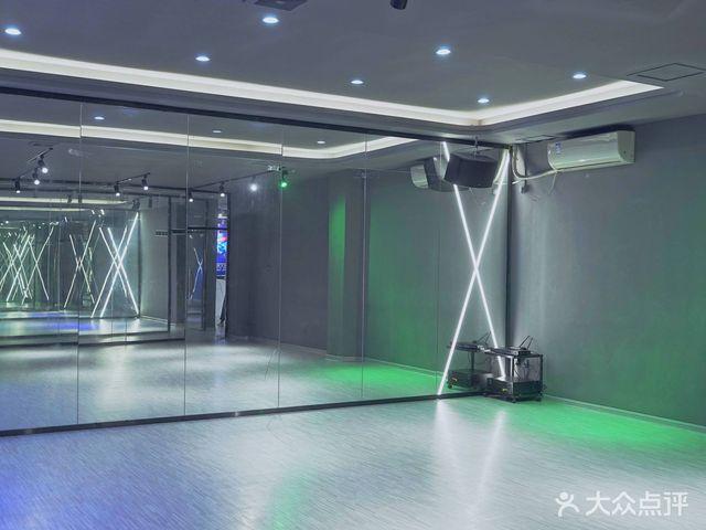这就是街舞·X-MAX训练基地