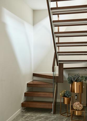 富裕型140平米三室两厅港式风格楼梯间图