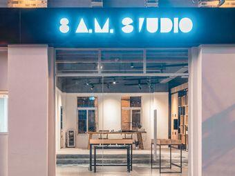 8 a.m. Studio