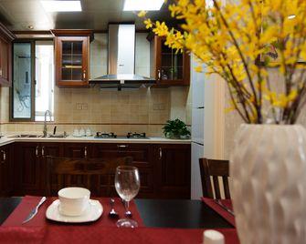 富裕型120平米四美式风格厨房装修图片大全