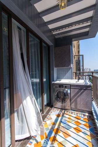 三室两厅轻奢风格阳台装修效果图