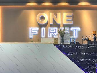 ONE FIRST健身工作室
