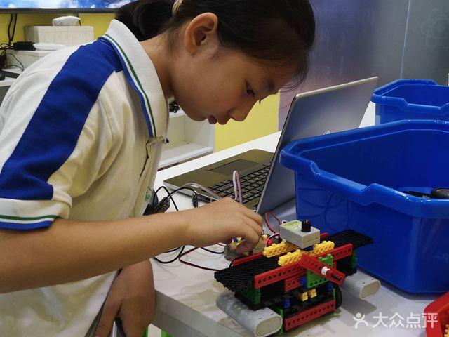 阿童木创想家机器人编程(大亚湾校区)