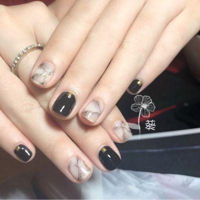 黑色大理石美甲款式图