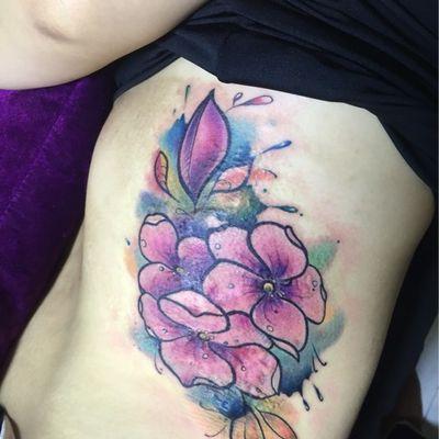 彩色的花遮纹身款式图