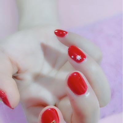 红色靓丽美甲款式图