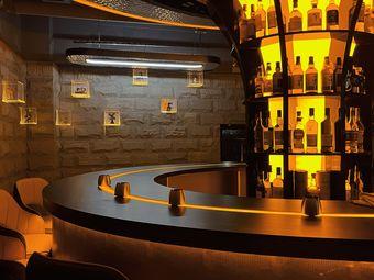 Gy威士忌酒吧