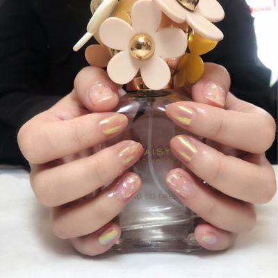 魔镜粉贝壳美甲图