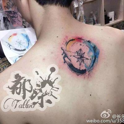 水墨指南针纹身款式图