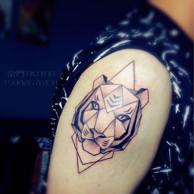 点刺老虎纹身款式图