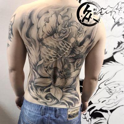 满背鱼纹身款式图