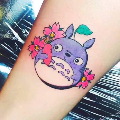 龙猫纹身图