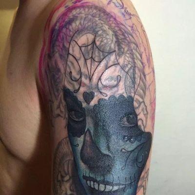 人物遮盖龙纹身图