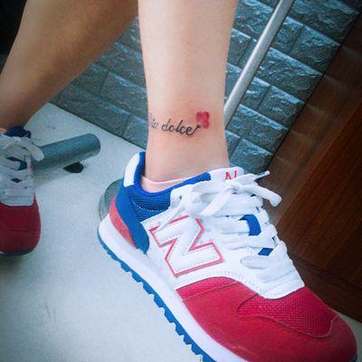 英文+小花纹身款式图