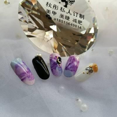 紫色梦幻美甲款式图