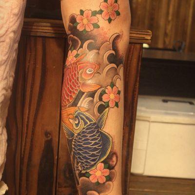 鲤鱼覆盖疤纹身款式图