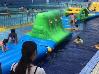和宴码头水上乐园游泳
