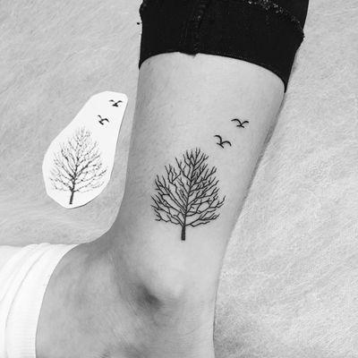 脚踝小树纹身图