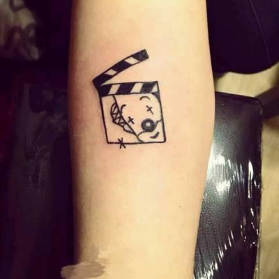黑灰小图纹身图